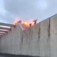 Feyenoorders met fakkels onthaalt bij aquaduct
