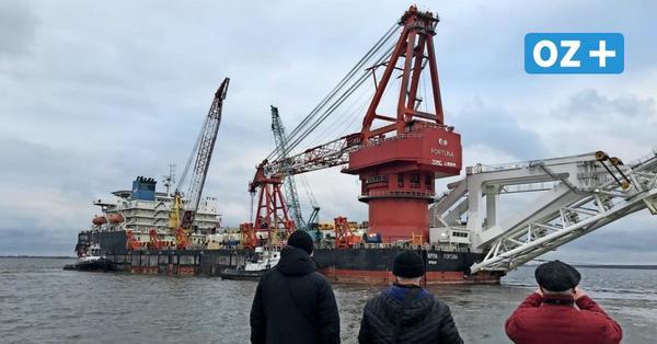 """Video: So verlässt der russische Rohrverleger """"Fortuna"""" Wismars Hafen"""