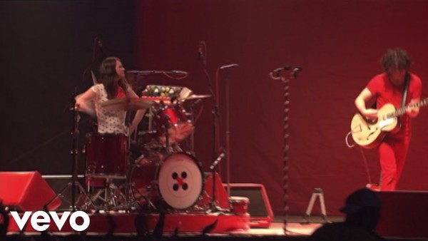 The White Stripes - Seven Nation Army (Live at Bonnaroo 2007)