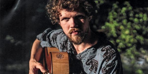 Christian Zack erhält Gitarrenpreis der Hochschule für Musik Dresden