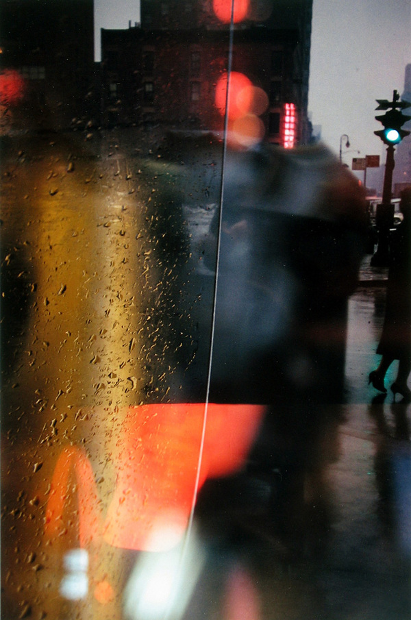 Saul Leiter Walk with Soames, 1958 Chromogenic print; printed later ©Saul Leiter Foundation, courtesy Howard Greenberg Gallery.