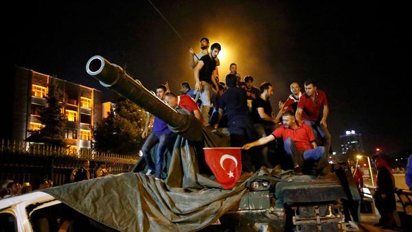 Kampf auf der Bosporus-Brücke