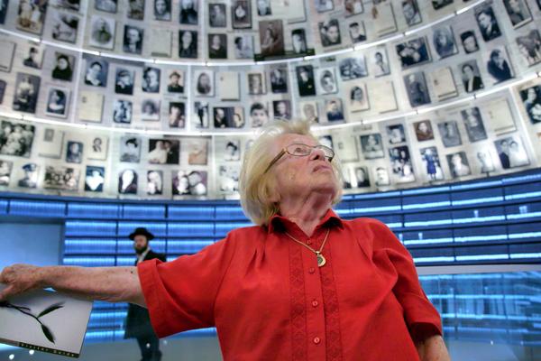 Die Aufklärerin Ruth Westheimer hat auch im hohen Alter noch Antworten auf spezielle Fragen. (Foto: Handout, dpa)