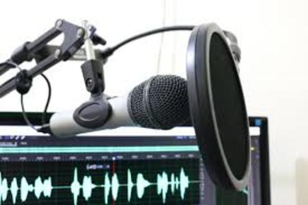Danske Medier rækker hånden frem til podcasterne