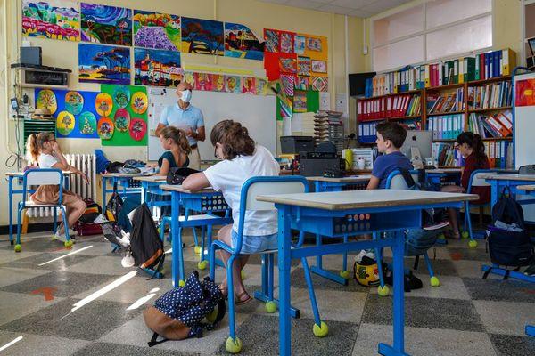 Le flamand bientôt de retour à l'école ? L'académie de Lille cherche de futurs professeurs - Frans-Vlaams dialect misschien weer in de scholen, leraren gezocht