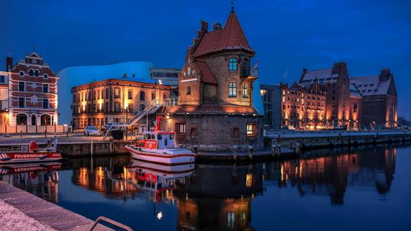 Stralsunder Hafen während der blauen Stunde. (Foto: Axel Plate)