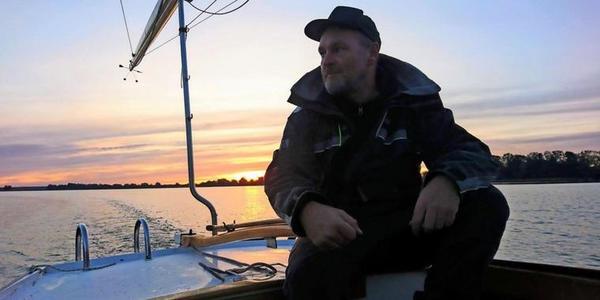 Stephan Boden segelt gerne über die Havel. (Foto: privat)