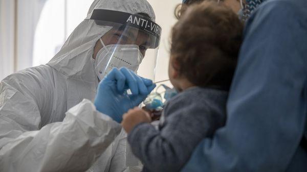 Schnelle Impfung für Kinder mit Vorerkrankungen: Die Angst um das Leben des Kindes und die eigene Existenz