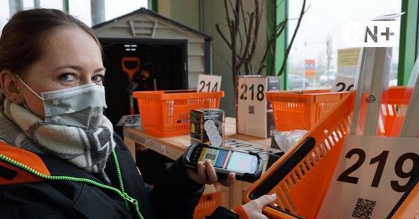Mitarbeiter von Globus Baumarkt Kaltenkirchen stellen Bestellungen zusammen
