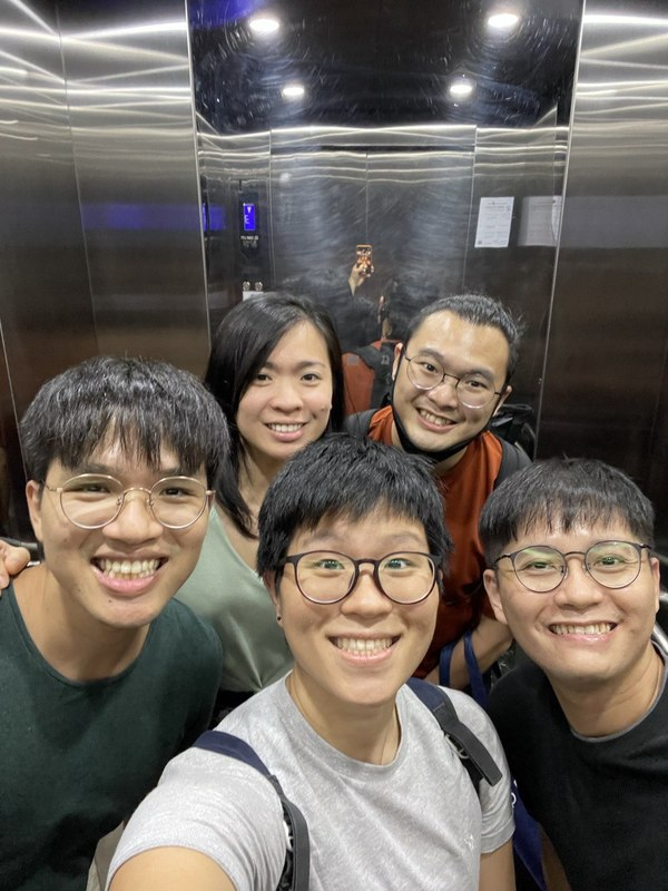 Had Penang food with the Funties and Funcles, and visited Karmen's new loft! Company is always gold, and Karmen, you have very good taste in design (and friends too :P) Definitely need my haircut this week!