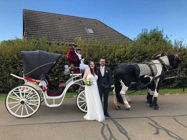 Leserin Kirsten Helke hat uns dieses Foto ihrer Corona-Hochzeit 2020 gesendet.