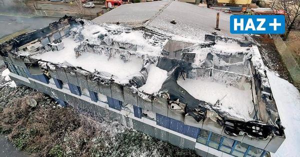 Großfeuer in Langenhagen: Hallenkomplex brennt aus