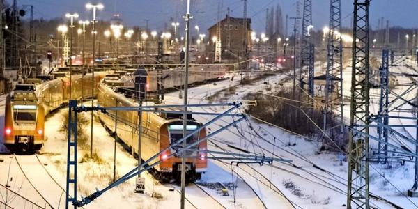 Starke Schneefälle: Nahverkehr in Niedersachsen bleibt größtenteils eingestellt