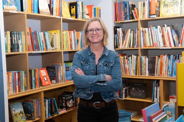 Barbara Thume von der Buchhandlung Bücherwurm hat Buchtipps ganz abseits der Bestsellerlisten parat. (Foto: Tim Schaarschmidt)