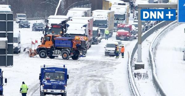 Gesperrte Autobahnen, Verspätungen, Ausfälle: Verkehrschaos durch Schnee am Montag