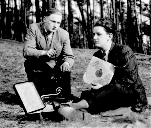 Jazz im Freien: Swing-Jugendliche 1942 am Maschsee (Foto: Archiv Kwiecinski/Geyer)