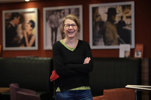 Sybille Mollzahn ist Theaterleiterin des Kino am Raschplatz und hat auch einige Filmtipps parat. (Foto: Tim Schaarschmidt)