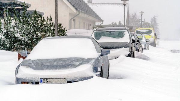 Trotz Schnee zur Arbeit? Das müssen Sie als Arbeitnehmer über schneefrei und Unwetter wissen