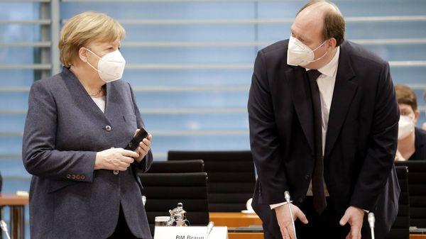 Parteikreise: Merkel und Braun wollen Lockdown-Lockerungen erst ab R-Wert von 0,7