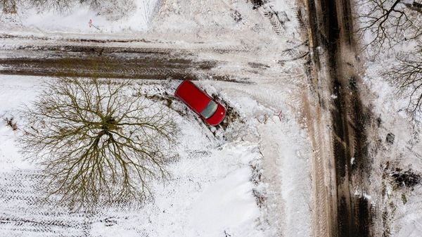 Autofahren bei Schnee und Glatteis: ADAC musste mehr als 19.000-mal am Montag ausrücken