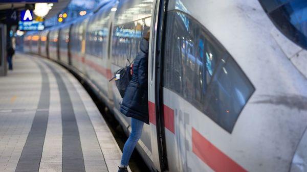 Deutsche Bahn: Ab 2022 kein Verkauf mehr von Papier-Fahrkarten im Zug