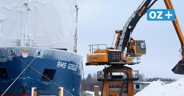 """Eisbrecher """"Meteor"""" kämpft sich mit 1800 PS durch winterliche Ostsee"""