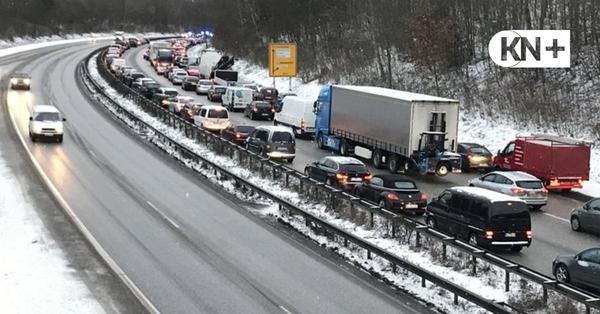 B76 in Kiel: Unfall legt Berufsverkehr lahm