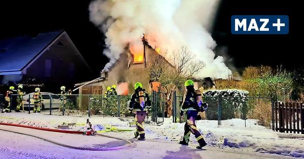 Feuerwehr kämpft in Dallgow stundenlang gegen die Flammen
