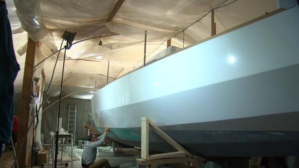 """Péronnes : le chantier du voilier """"Sail in Solidarity"""" dans sa dernière ligne droite avant la mise à l'eau - Péronnes: werf van zeilboot """"Sail in Solidarity"""" in laatste fase voor tewaterlating"""