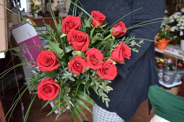 Rote Rosen gibt es trotz Schließung der Geschäfte zu kaufen. (Foto: Preißler)