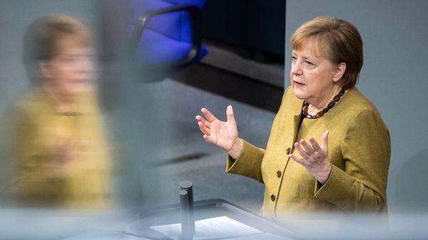 """Merkel im Bundestag: """"Die notwendige Trendumkehr ist gelungen"""""""