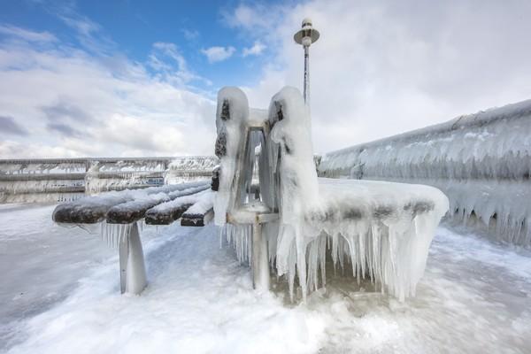 Die vereiste Seebrücke in Prerow (Foto: Klaus Haase)