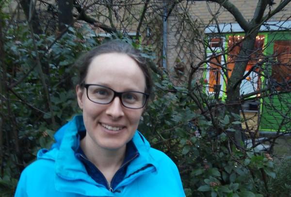 Marie Van der Zanden in ihrem Garten in Nijmegen.