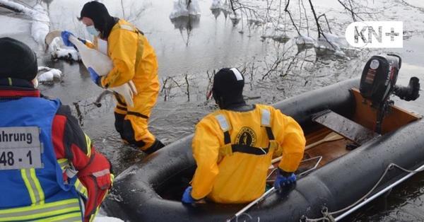 Segeberg: Feuerwehr rettet festgefrorenen Schwan vom Großen Segeberger See