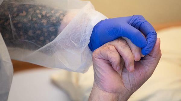 Krankenkasse: Altenpfleger sind am häufigsten wegen Corona-Infektion krankgeschrieben