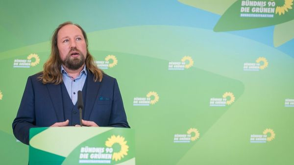 Kommentar: Hofreiters Häuserkampf – Stockfehler im Superwahljahr