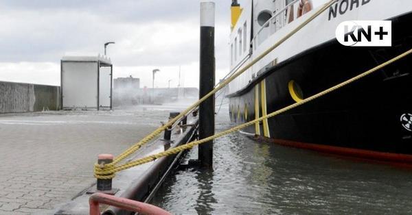 Hochwasser in Strande – Gewaltige Wellen gischten über die Ostmole