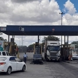 Beitbridge border post truckers unhappy with queues   eNCA