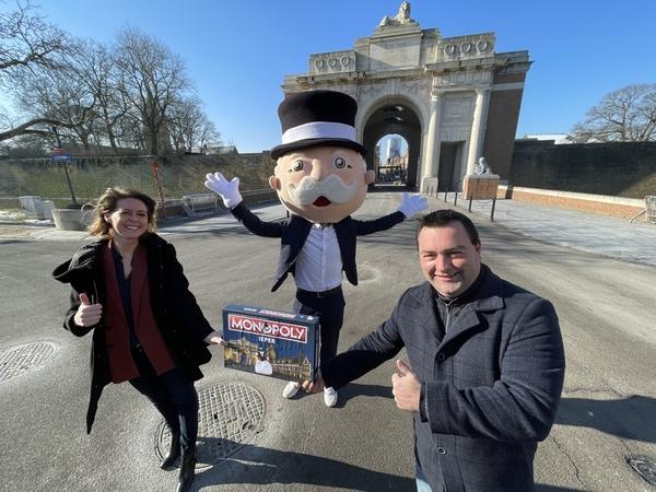 Le jeu monopoly sort une édition dédiée à la ville d'Ypres, mais le célèbre mémorial de la Porte de Menin n'est pas à vendre - Ieper krijgt eigen versie van Monopoly, maar het bekendste oorlogsmonument is niet te koop