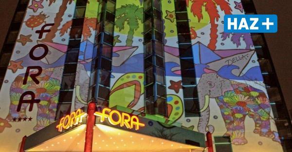 Zeichen für die gebeutelte Kulturszene: Künstler Della illuminiert das Hotel Fora
