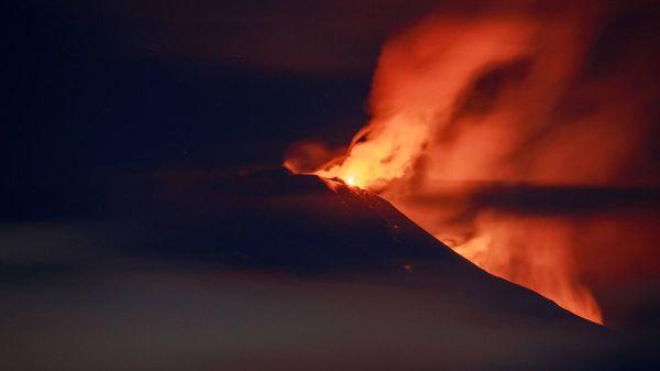 Vulkan Ätna auf Sizilien ausgebrochen: Spektakuläre Bilder von Feuer und Asche
