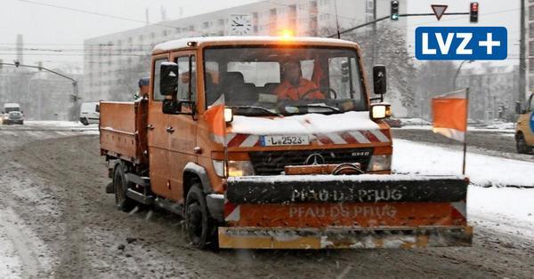 Leipziger Verkehrsbetriebe reaktivieren Nebengleise - Autos werden abgeschleppt
