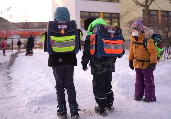Zurück zum Präsenzunterricht hieß es am Montag für Leipzigs Grundschüler. Foto: André Kempner
