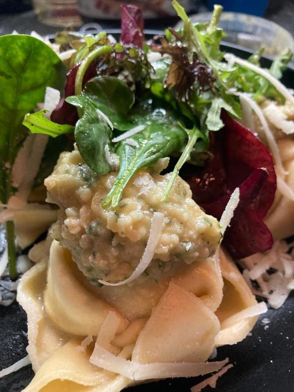 Tortellacci mit Pesto. Foto: Saskia Kirf