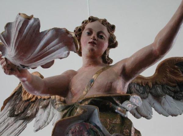 Barocke Lebensfülle und Lebenslust: Der gesuchte Taufengel aus der Dyrotzer Kirche. Foto: Marlies Schnaibel