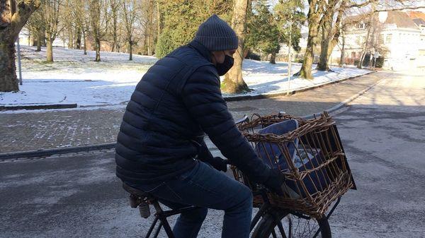 Des Tournaisiens livrent eux-mêmes leurs produits à vélo - Handelaars Doornik leveren eigen producten met fiets