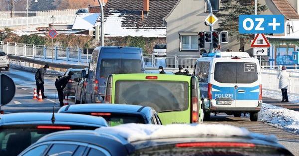 Zu viele Touristen: Polizei riegelt Usedom ab – Einheimische begrüßen Schritt