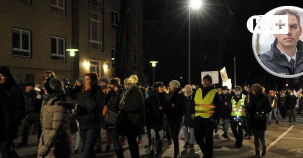 Keine Masken bei Corona-Demo, geringer Abstand: Polizei Kiel erklärt ihr Vorgehen