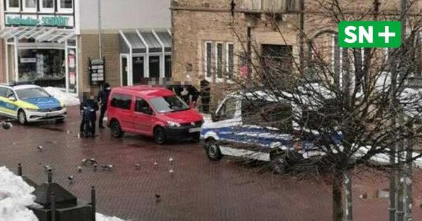 Großer Polizeieinsatz in Stadthagen: Rollstuhlfahrerin schlägt und bespuckt Beamten