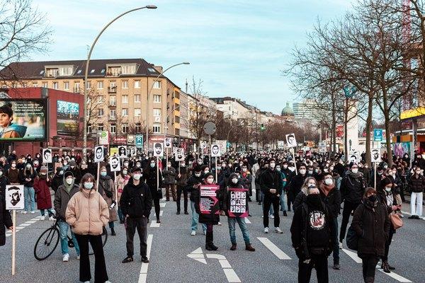 Rassemblement à Hambourg en souvenir des victimes de Hanau (Seebrücke)